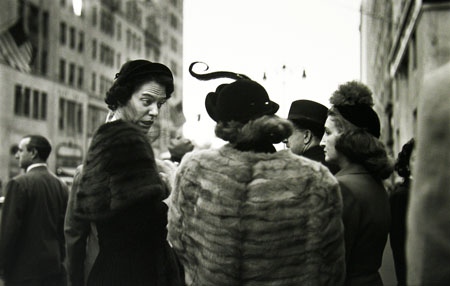 Saul Leiter, Hats 8/25